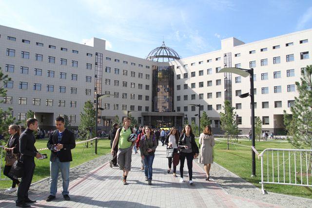 За несколько лет в сосновом бору построили несколько институтов