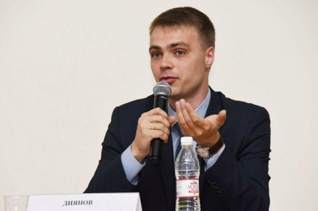 Конкурсант из Омска преподаёт историю и обществознание.