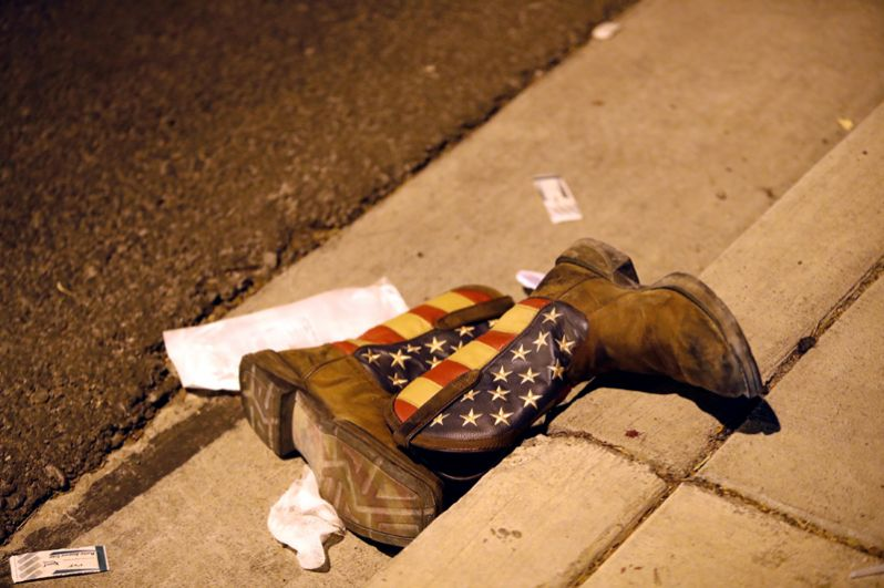 По словам очевидцев, злоумышленник стрелял без разбора, в разных направлениях.