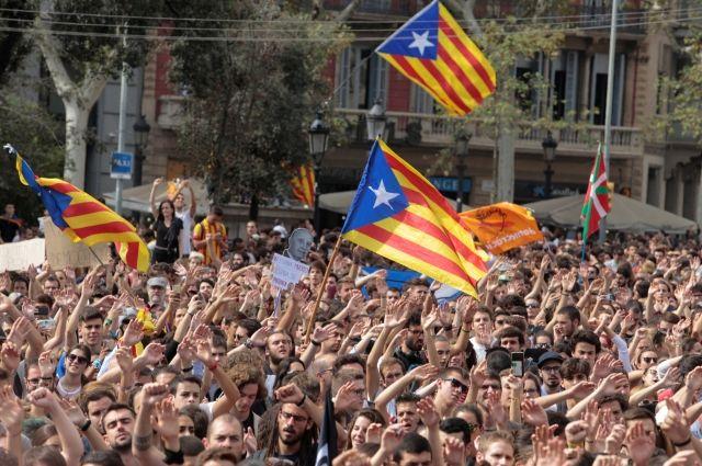 МИДРФ: вовремя беспорядков вКаталонии жители России непострадали