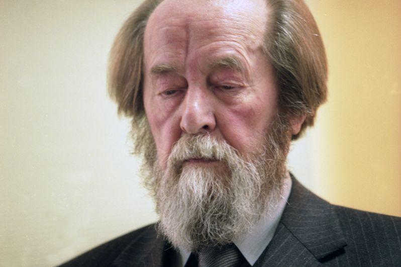 1970 год, Александр Исаевич Солженицын. Нобелевская премия в области литературы «за нравственную силу, с которой он следовал непреложным традициям русской литературы».