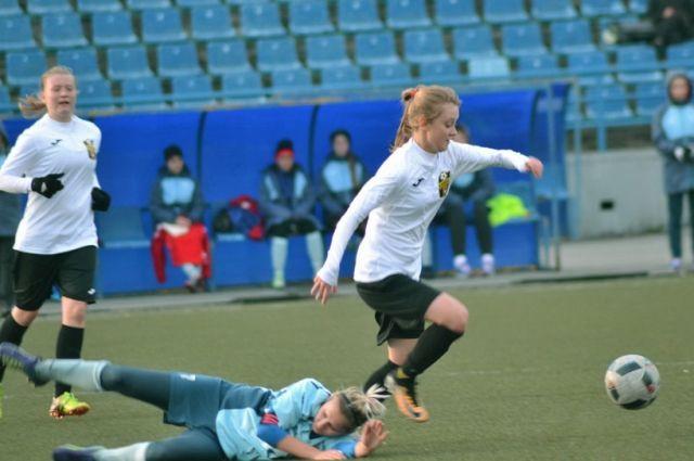 ФК «Кузбасс» выиграл чемпионат России среди женских команд.