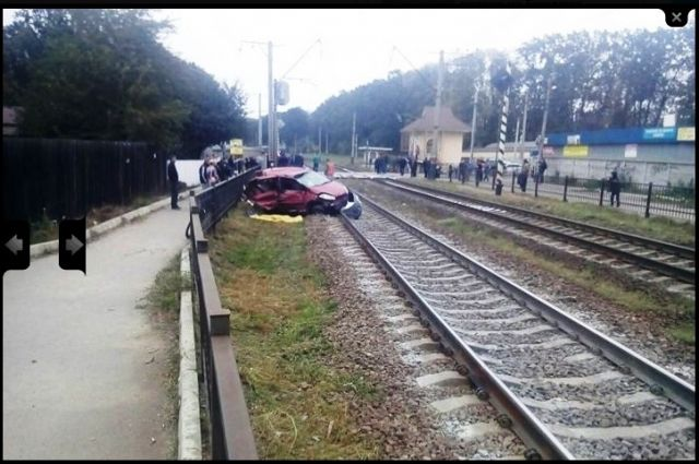 НаКиевщине автомобиль попал под поезд: умер человек