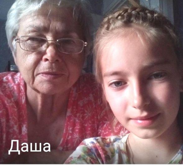 «Бабушка осваивает смартфон!» Учитель-внучка Даша,10  лет, ученица- бабушка Лида,73 года.