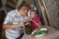 Многие хозяйки еще не закрыли домашние «консервные заводы» и закатывают вкуснятину к зиме.