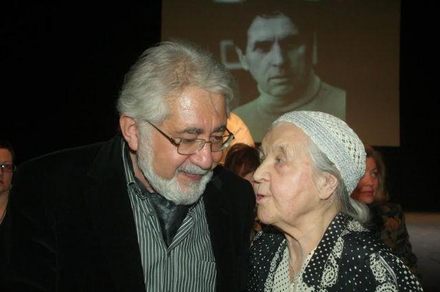 Людмила Крутикова-Абрамова с театральным режиссёром Львом Додиным