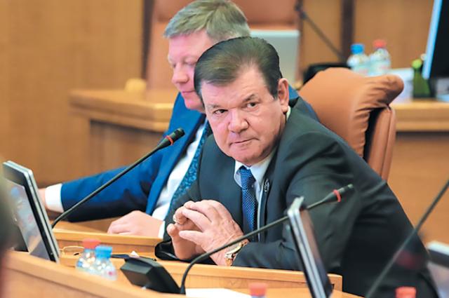 Всё больше депутатов изъявляют желание быть главой города.