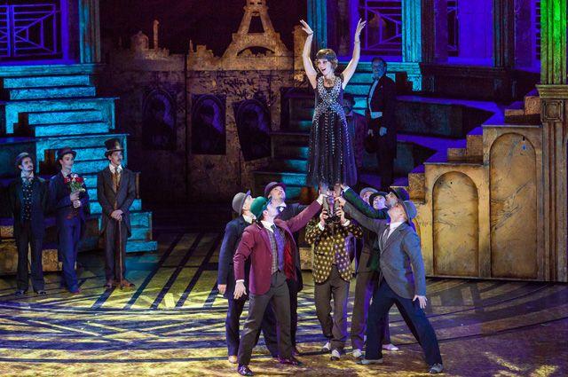 Артисты Театра мюзикла должны уметь всё - петь, танцевать, перевоплощаться в несколько героев одновременно.