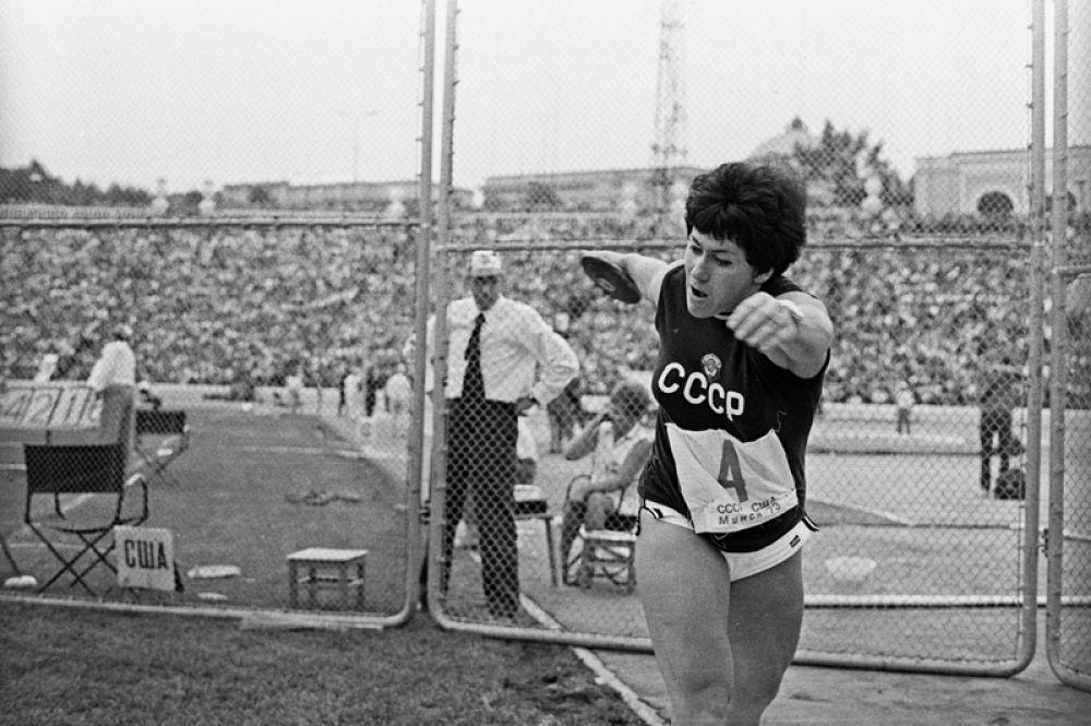 1975 год. Олимпийская чемпионка, многократная рекордсменка мира, метательница диска Фаина Мельник.