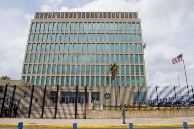США попросит Кубу уменьшить число служащих посольства вВашингтоне