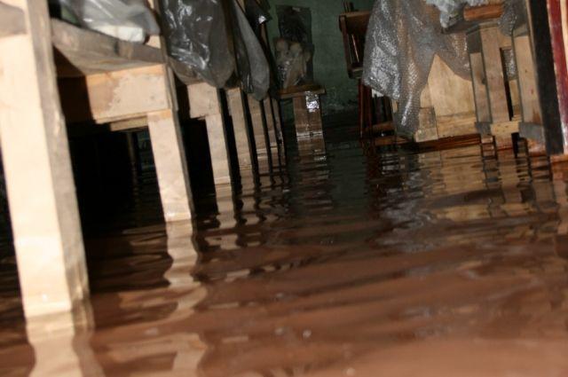 Уровень воды в фондохранилище достигает 5 см
