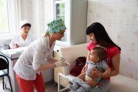 Тюменцы охотно ставят прививки вне стен поликлиники