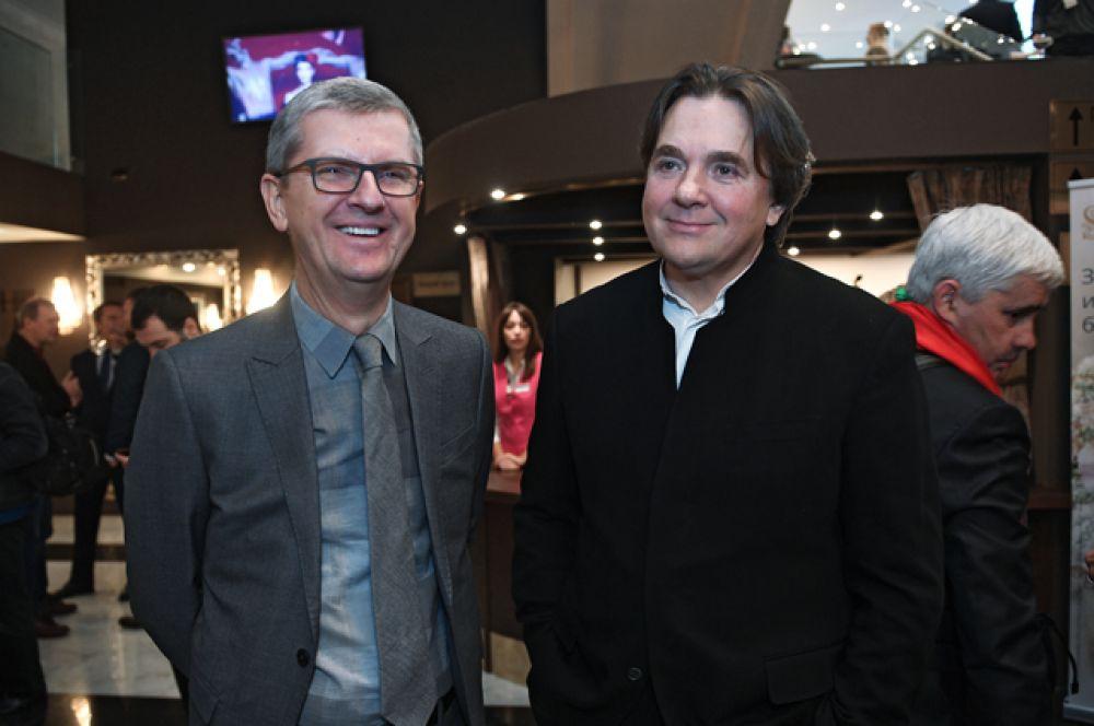 Глава дирекции музыкального вещания телекомпании «Первый канал», продюсер Юрий Аксюта (слева) игенеральный директор Первого канала Константин Эрнст.