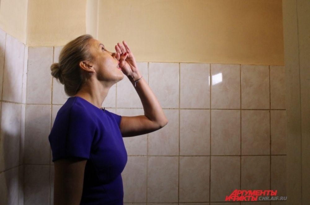 Зловонный запах и грязь в туалетах в палатах больницы