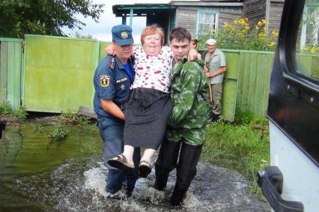 Приморские депутаты находят средства для тех, кто попал под удар стихии.