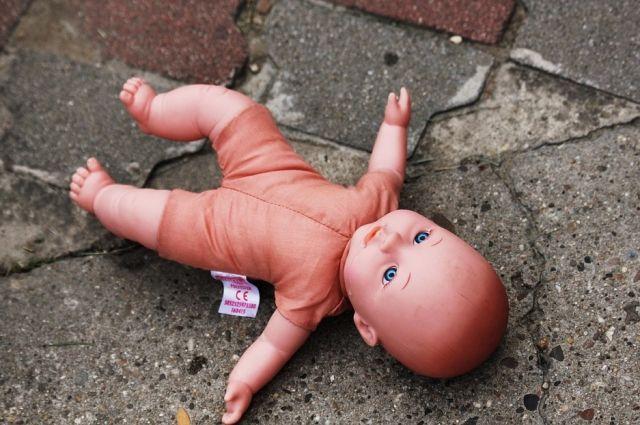 Двое малышей погибли вовремя домашних родов вПетербурге