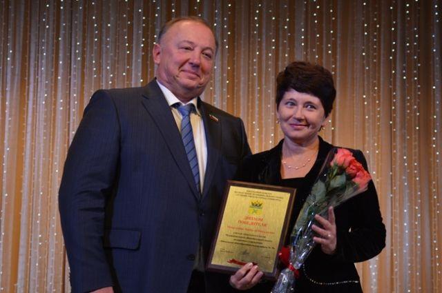 Воробьев поздравил учителей спрофессиональным праздником инаградил наилучших