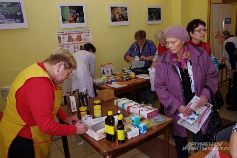 И уж тем более сибирские бабушки и дедушки умеют ценить дары родной природы и продукты из них. Компания «Продукты долголетия» представила бальзамы, настойки, травяные сборы и мёд - продукты флоры Сибири и Дальнего Востока.