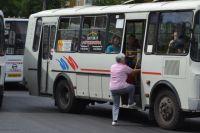 В областном центре пожилая пассажирка выпала из автобуса.