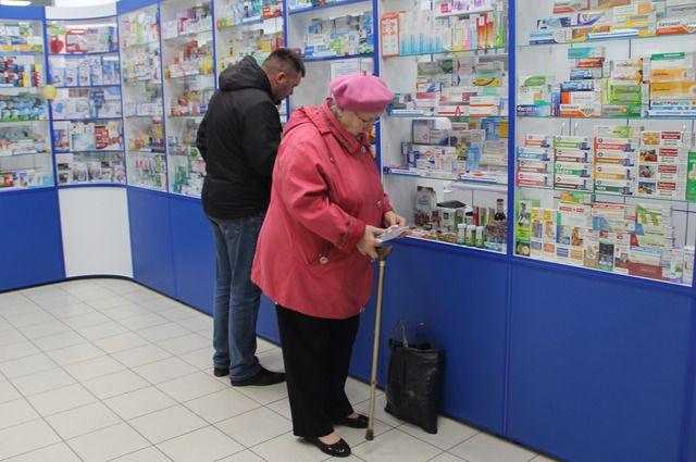 Многие льготники вынуждены покупать лекарства за свой счёт.