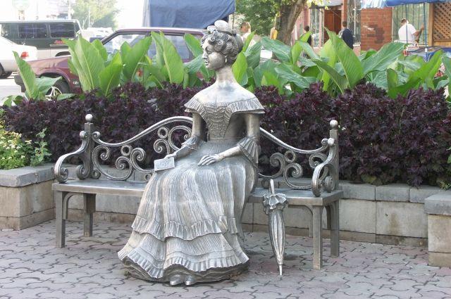 Скульптура Любочки - одна из достопримечательностей Омска.