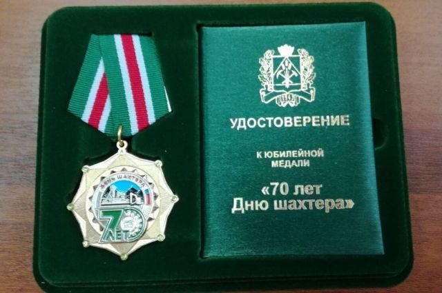 Генеральному директору «АиФ – Кузбасс» вручили областную награду.