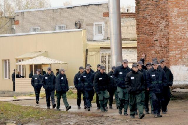 Восемь заключенных клинцовской колонии получили новые сроки завымогательство