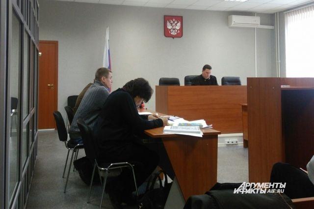 В зал суда Дымбрылов пришёл с вещами.