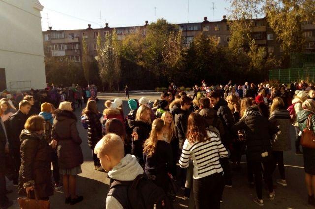 ВТюмени эвакуировали учащихся 7-ми школ из-за сообщений оминировании