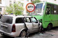 Авто на еврономерах столкнулось с маршруткой под Киевом – есть погибшие