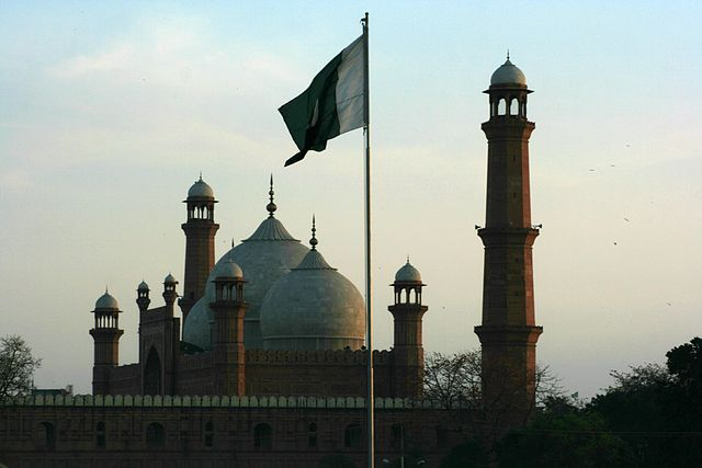 Наюго-западе Пакистана в итоге теракта погибли 15 человек