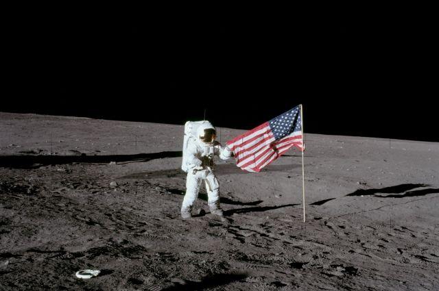 Вице-президент США думает вернуть американцев наЛуну