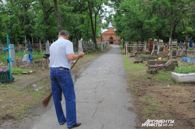 Всубботу накировские кладбища пустят дополнительные маршруты