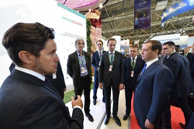 Медведеву рассказали о деятельности компаний и перспективах дальнейшего развития отрасли.