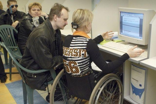 Если получить образование и даже профессию дистанционно сегодня не составляет труда, то найти работу инвалиду до сих пор чаще всего не под силу.