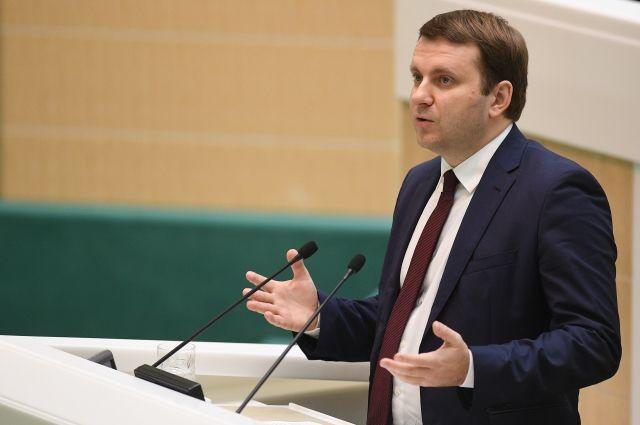 Орешкин предложил желающим работать вМинэкономразвития прислать ему резюме в фейсбук