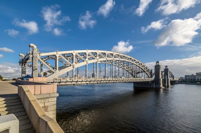Большеохтинский мост перекроют навсю ночь из-за съемок клипа