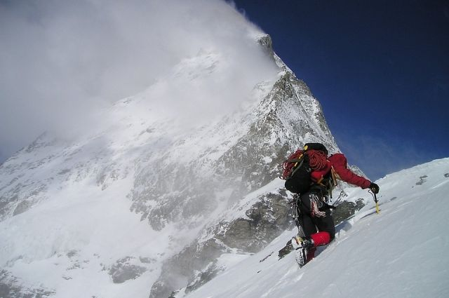 Новый мировой рекорд: 86-летний альпинист из РФ покорил Эльбрус