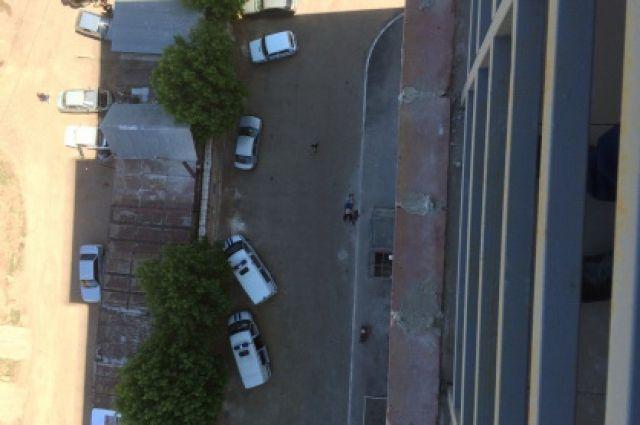 Мужчина упал скрыши 17-этажки вТаганроге