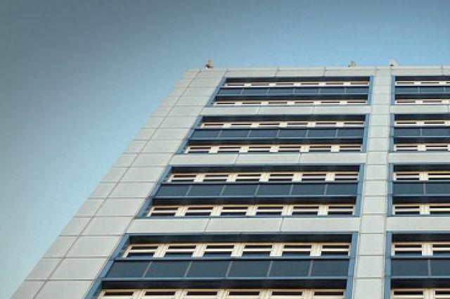 В Тюмени на Пермякова погиб строитель, упав с высоты четвертого этажа