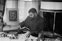 Писатель Юлиан Семенов.
