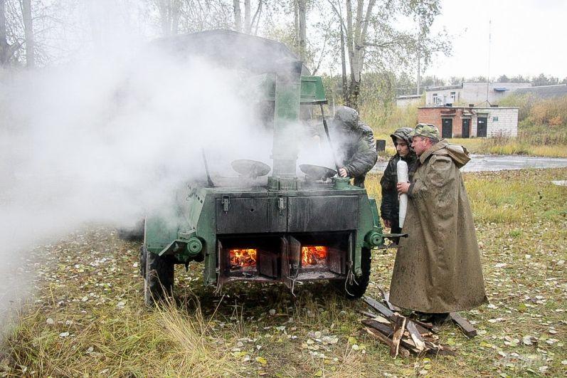 Все желающие могли попробовать гречневую кашу, приготовленную в полевой кухне.