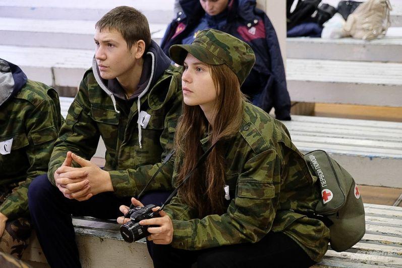 Примечательно, что к спортивному фестивали проявили интерес не только юноши, но и девушки.