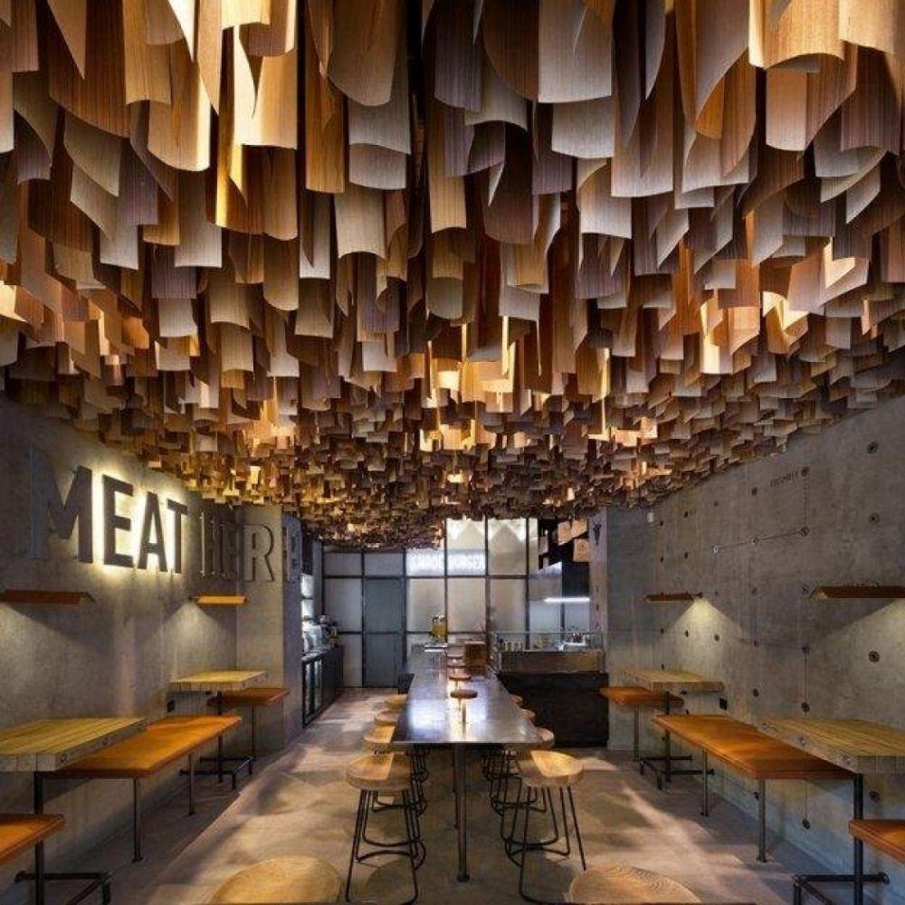 Дизайн полтавского ресторана разработала студия YOD DESIGN LAB, основанная в 2004 году в Киеве.