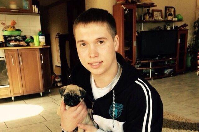 Приметы Олега: рост примерно 175 сантиметров, волосы тёмные, глаза карие.