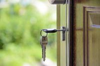 Злоумышленники регистрировали на своих знакомых права на квартиры, собственники которых умерли