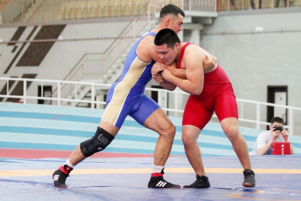 Более 130 борцов участвовали в турнире.