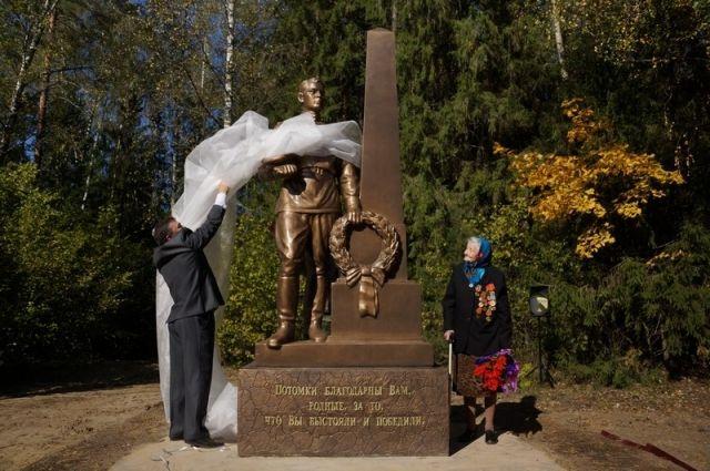 Памятники тюмень фото ребенка на 17 неделе гранит памятники в москве баймак