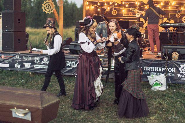 Участники фестиваля стимпанк-культуры, постапокалипсиса и викторианской эпохи «Паноптикум».