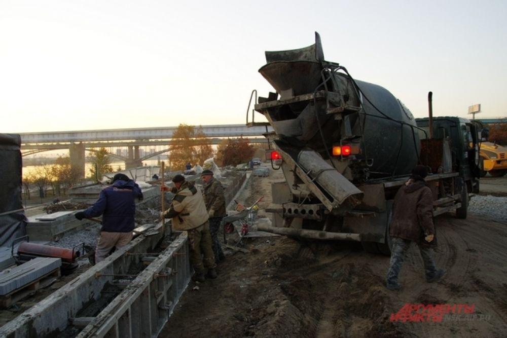 Напомним, что реконструкция Михайловской набережной началась летом. Первый этап работ по благоустройству оценили в 309 млн. рублей.